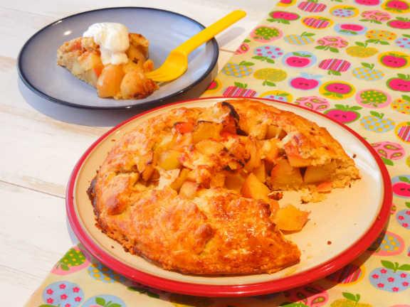 Пирог с яблоками и сыромwidth=