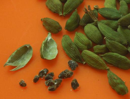 Что такое кардамон, и куда его добавлять