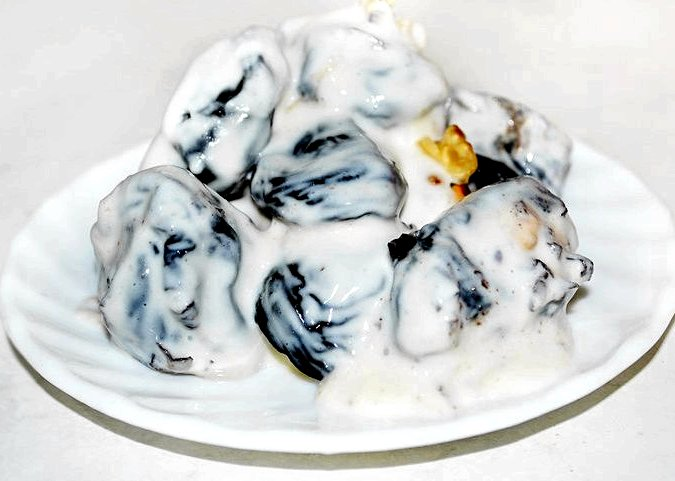 Чернослив с грецким орехом в сметане черносливе - простой рецепт