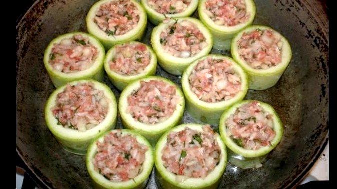 Фаршированные кабачки с фаршем запеченные в духовке рецепт с фото Для этого заливаем ее водой