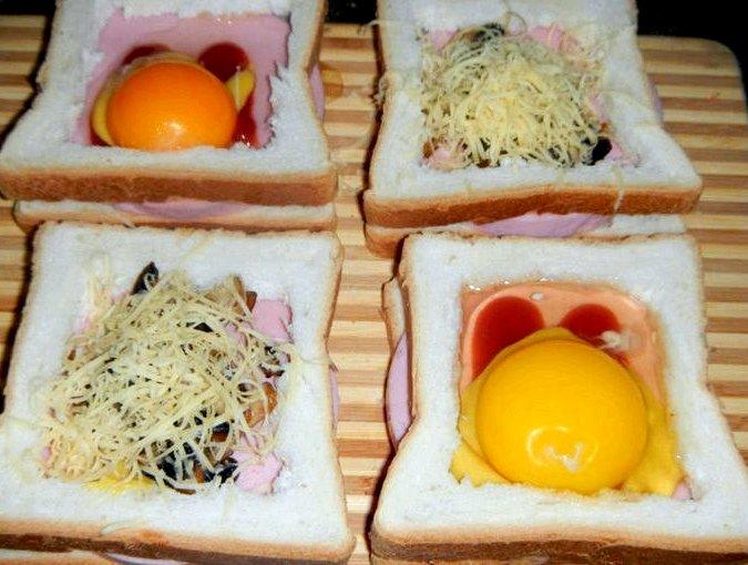 Горячие бутерброды с колбасой и яйцом на сковороде При приготовлении
