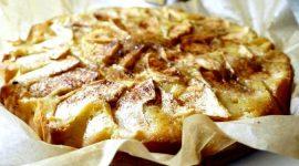 Как испечь шарлотку с яблоками в мультиварке