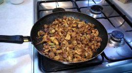 Как правильно жарить мясо на сковороде