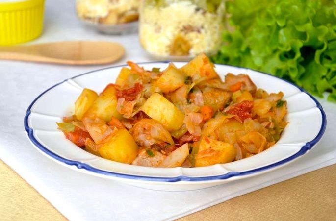 Как приготовить бигус с мясом и капустой готовое блюдо часто добавляют измельченную