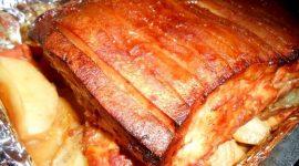 Как запечь грудинку свиную в духовке в рукаве