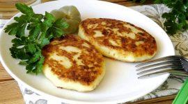 Картофельные пирожки с капустой на сковороде