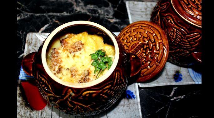 Картошка в горшочках с грибами в духовке нарезаются брусочками средней