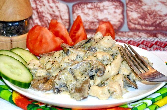 Курица с грибами в сливочно чесночном соусе