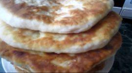 Лепешки с колбасой и сыром на кефире