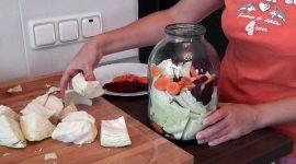 Маринованная капуста со свеклой и морковью