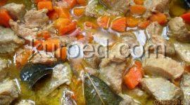 Мясо тушеное с луком и морковью