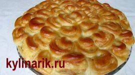 Пирог из дрожжевого теста с мясом