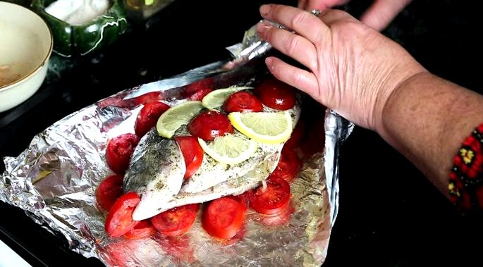 Как лучше запечь рыбу в фольге