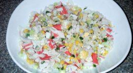 Рецепт салата с рисом и крабовыми палочками