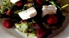 Салат из свеклы с козьим сыром