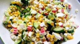 Салат крабовый с кукурузой и рисом