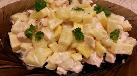 Салат с ананасами и копченой грудкой