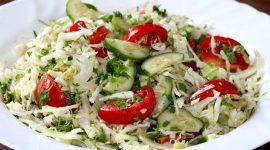 Салат с капустой и огурцами и помидорами