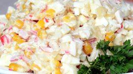 Салат с крабовыми палочками и яйцами