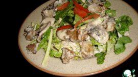 Салат с куриной печенью и грибами шампиньонами