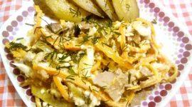 Салат с печенью и огурцом соленым