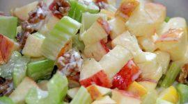Салат с сельдереем стеблевым и яблоком