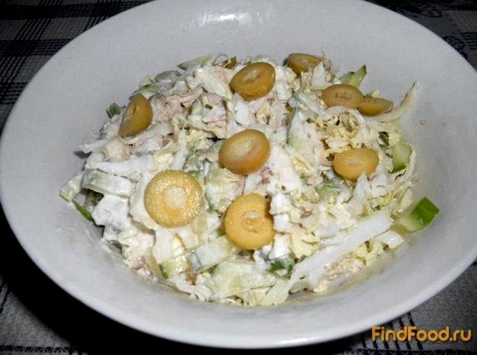 Салат с тунцом и пекинской капустой по вкусу            Чеснок