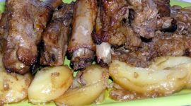 Свиные ребрышки с картошкой в духовке рецепт