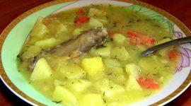 Тушеный картофель с курицей в кастрюле