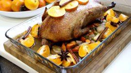 Утка в апельсинах запеченная в духовке