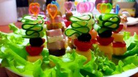 Вкусные канапе на шпажках на праздничный стол