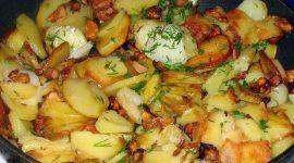 Жареные грибы с картошкой и луком